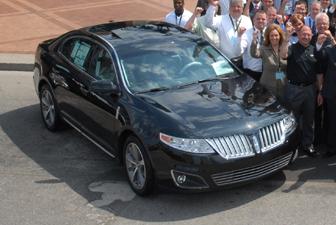 Lincoln MKS Limousine Exterior Photo 1