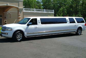 White Lincoln Navigator Super Stretch Limo